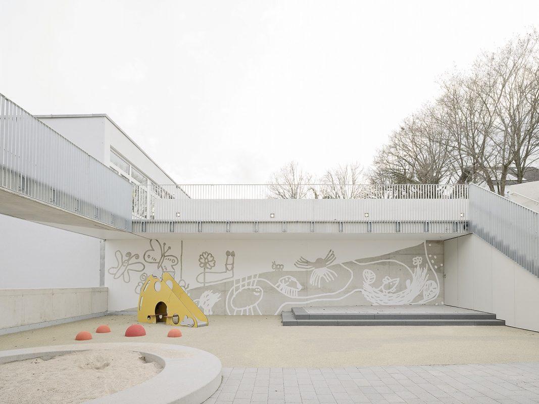 Kinderhaus-Kirchhaldenschule-Spielhof_Wandgestaltung