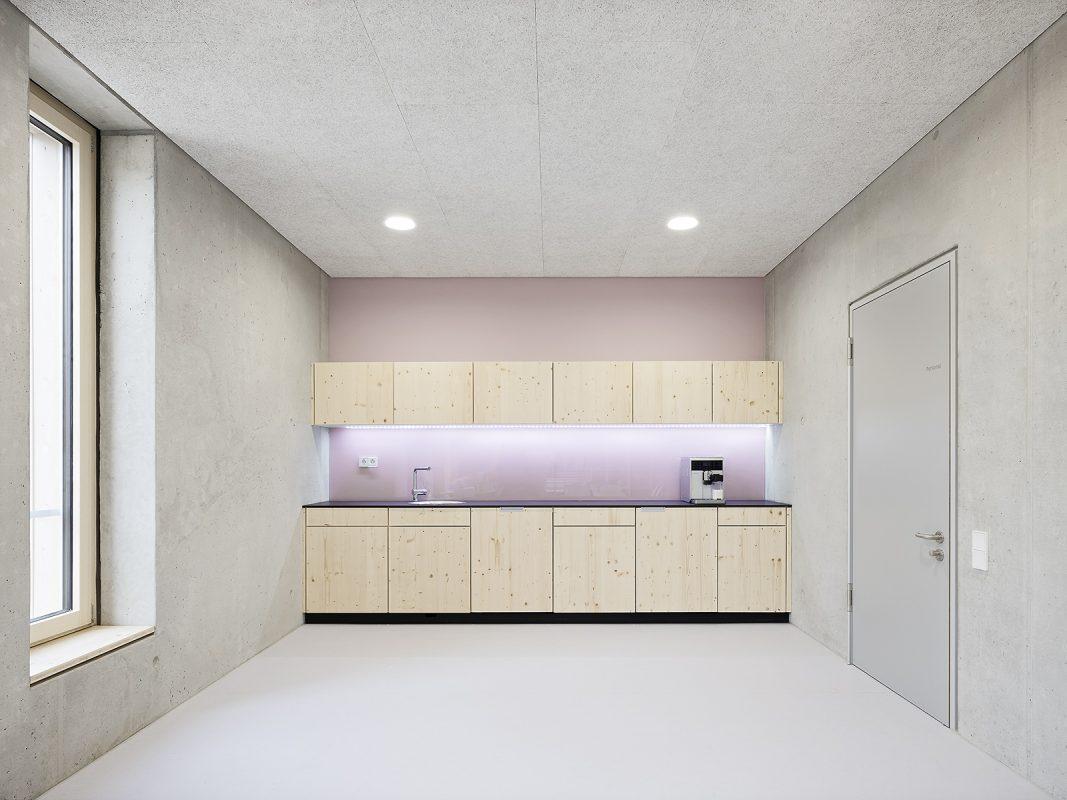 Kinderhaus-Kirchhaldenschule-innen-Küche