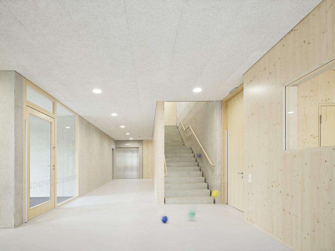 Kinderhaus-Kirchhaldenschule-innen_Eingangsbereich